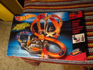 "Piste Hot Wheels ""Spin Storm"" neuve"