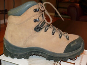 Leather hiking boot - women's 10 (men's 8.5)