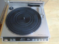 Turntable, Realistic LAB 2100 Linear Tracking automatic. Perfect