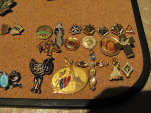 Epinglettes (pins):religieuse, sportive, jeux olympiques,expo 67