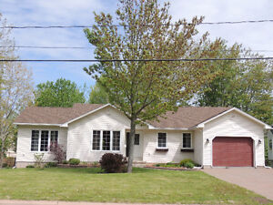 Must See! Ranch style Bungalow in a great area