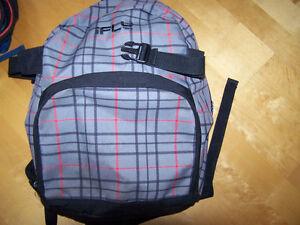 plusieurs grand sac a dos pour la garderie, l'école,le sport