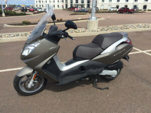 125 cc PEUGEOT SCOOTER (IN MONCTON NB)
