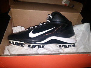 Near mint size 9 football cleats