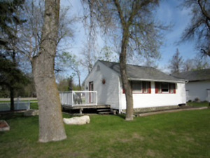 Winnipeg Beach Cottage... Great Location...