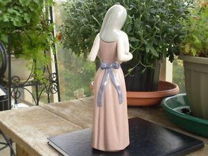 "Lladro Figurine- "" Girl with Hat "" Kitchener / Waterloo Kitchener Area image 3"
