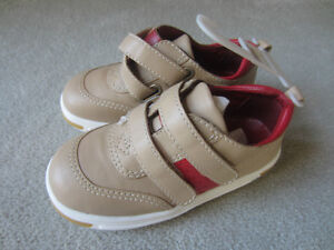 BRAND NEW - BABY GAP LEATHER SHOES - SIZE 10