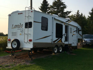 Laredo 5th wheel camper