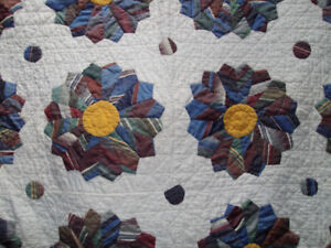 VINTAGE 1940'S/50'S HAND MADE QUILT
