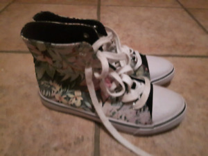 Girls Sneakers Size 4 - only worn couple of times