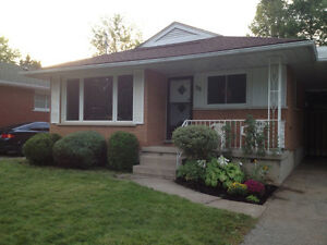 6 BEDROOM STUDENT HOUSE - CLOSE TO LAURIER AND UW