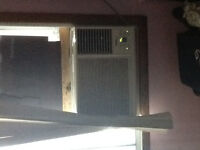 Selling in perfect condition air conditioner 125 nego