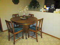 Oak round/oval Dining Table with 4 chairs