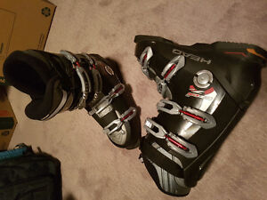 Size 11/12 Head Ski boots and Elan Snowblades