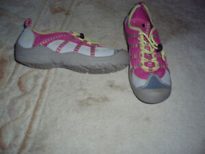 running shoes**like new**incredible deal