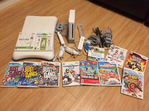 Nintendo Wii Bundle (with Wii fit board & 12 games): Negociable
