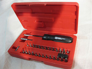 BRAND NEW!!! GRAY TOOLS 32 PIECE RATCHETING SCREWDRIVER SET