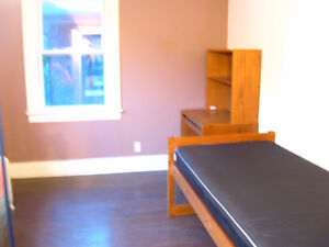 Students Only: 3-4 Bdrms in House near Univ Windsor Avail Immed