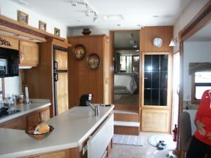 DVR MOBILE SUITES FIFTH WHEEL $18,500.