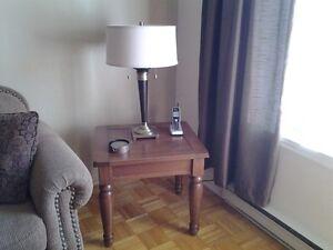 2 tables de salon en pin