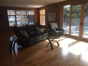 Bright & Spacious 2 bedroom/2 bath + den available June 1st
