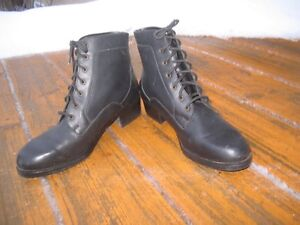 Womens size 10 D black leather lace up ankle boots nearly new