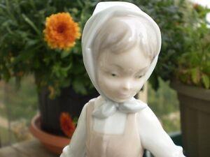 "NAO- Lladro Figurine - "" Girl with Laundry "" Kitchener / Waterloo Kitchener Area image 8"