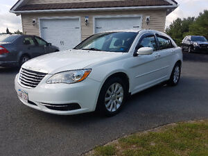 2013 Chrysler 200 - $83 BI WEEKLY OAC $0 DOWN!