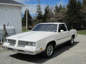 1985 Olds Cutlass Supreme 2-dr hardtop