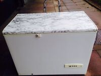 £75 WHIRLPOOL 43 AND A HALF INCH WIDE CHEST FREEZER
