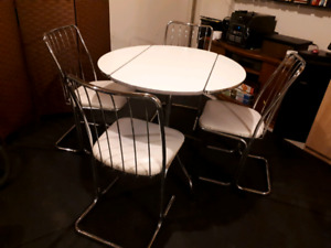 Vintage crome kitchen dining set w/ drop leaf table