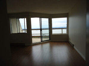 The Hollryidge - South Facing - Ocean View North Shore Greater Vancouver Area image 7