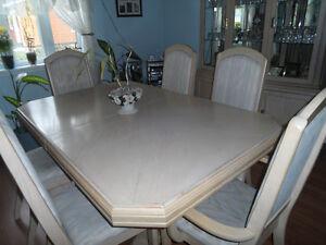 Set de salle à dîner et buffet