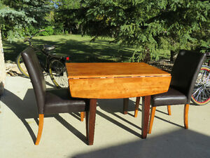 WOOD TABLE WITH 2 LEAVES AND 2 CHAIRS
