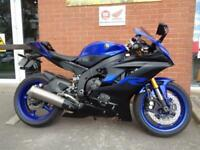 YAMAHA YZF-R6 FITTED WITH AN OHLINS STERRING DAMPER