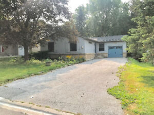 Full Detached House For Rent (Newmarket)