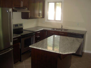 LOVELY LARGE 2 BDRM APT - HEAT INCLUDED