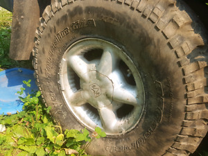 Dodge Dakota rims and tires 33x10.5r15 6 bolt