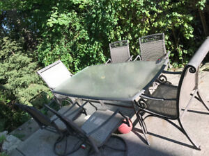 Patio furniture - table and 6 chairs, excellent condition