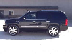 2010 Cadillac Escalade AWD! FULLY LOADED! CLEAN CARPROOF!