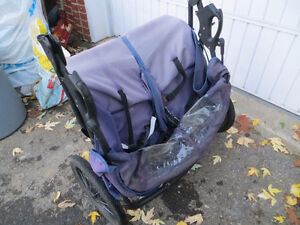 3 wheel expedition stroller for twins West Island Greater Montréal image 6