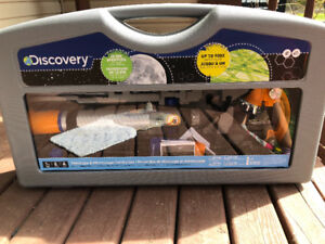 Discovery centre telescope and microscope set