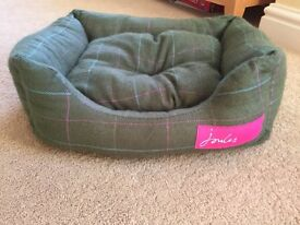 Joules tweed cat/small dog bed