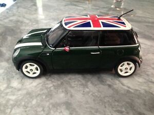 1/18 DIECAST KYOSHO MINI COOPER UNION JACK GREEN USED NO BOX