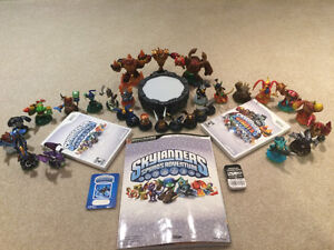 21 skylanders with 2 games, 8 items, 1 portal and 1 guide book