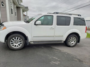 Nissan Pathfinder 2012 (LE) very low mileage in excellent shape