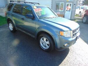 2012 Ford Escape XLT V6 4X4 SUV(LOW KMS)