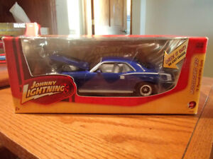 1:24 SCALE DIE-CAST 1970 PLYMOUTH HEMI CUDA - BLUE - JL