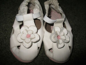 Robeez girls size 12 -18 months shoes/slippers