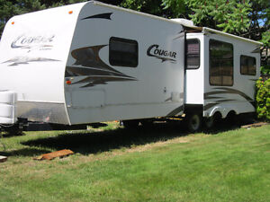 Beautiful 2006 loaded 30 ft Cougar with super slide for sale
